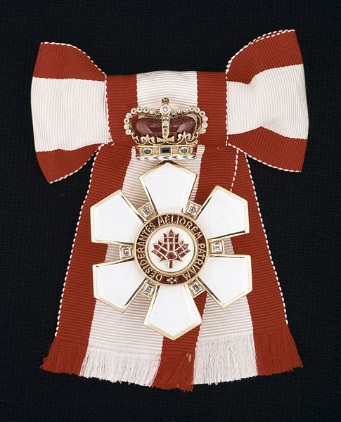 485px-sovereign_badge_of_the_order_of_canada.jpg