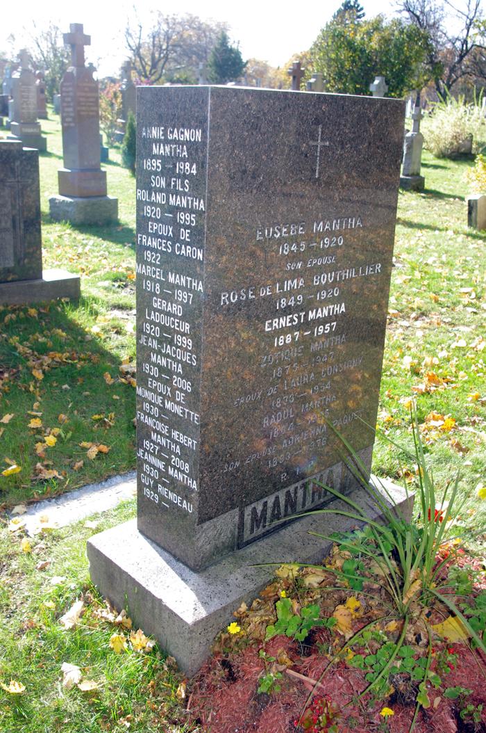 Leo Mantha's grave site